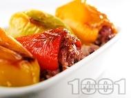 Рецепта Постни пълнени чушки (пиперки) с гъби печурки, ориз и сметана печени на фурна